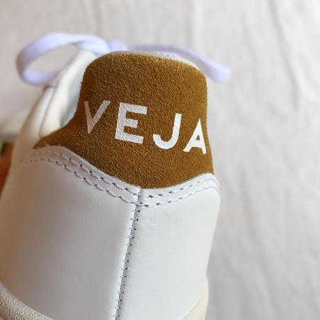 VEJA ヴェジャ  V-10  レザーマスタードスニーカー   EXTRA-WHITE  CAMEL
