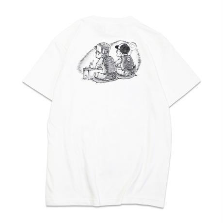 四畳半は宇宙空間へつながっているT-shirts