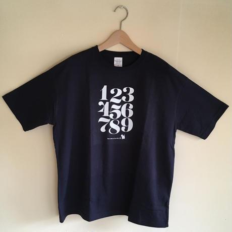 ゆったりシルエットTシャツ-タイポグラフィ