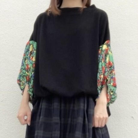 TSC-2634 花柄パフ袖切り替えプルオーバー ブラック×黒系花柄(910)