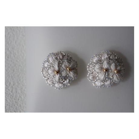 acou; フランスオートクチュール刺繍  bloom ピアス