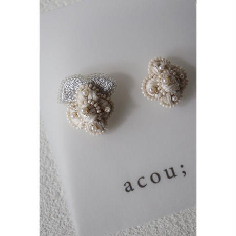 acou; フランスオートクチュール刺繍  berry ピアス
