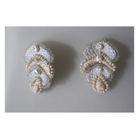 acou; フランスオートクチュール刺繍  leaf ピアス