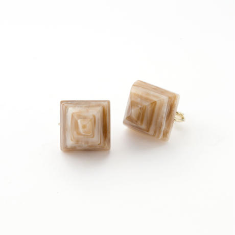 Pyramid Earring(Marble Camel)