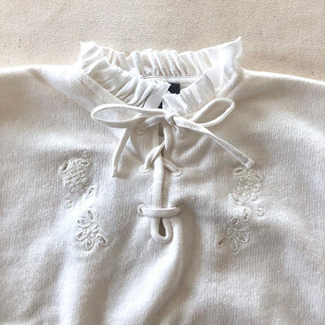 tocoto vintage / Girls sweatshirt with swiss embroidery details and frills on neckline