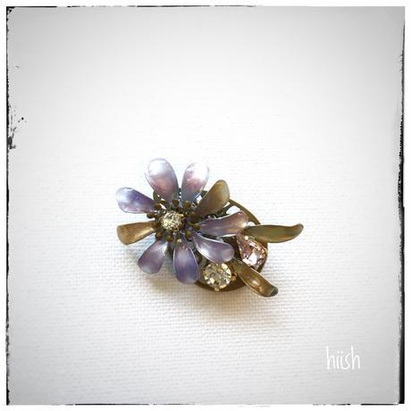 ☆母の日ギフト☆春の花のブローチ・パープル×真鍮古美  (送料無料)