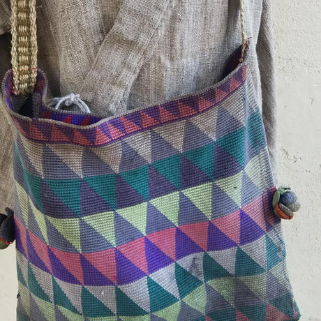 マガール族のお母さんの手編みショルダーバッグ 三角モチーフ