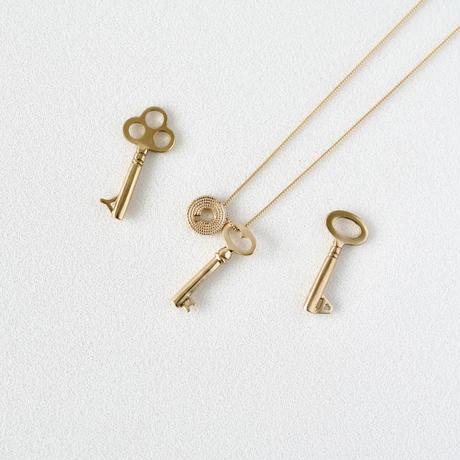 Keyhole necklace  / diamond