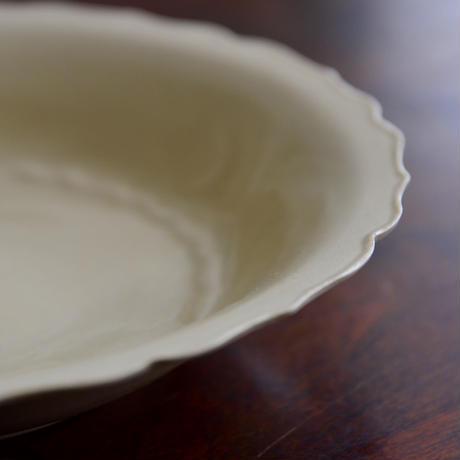 安齋新・厚子 米色青磁輪花7寸皿