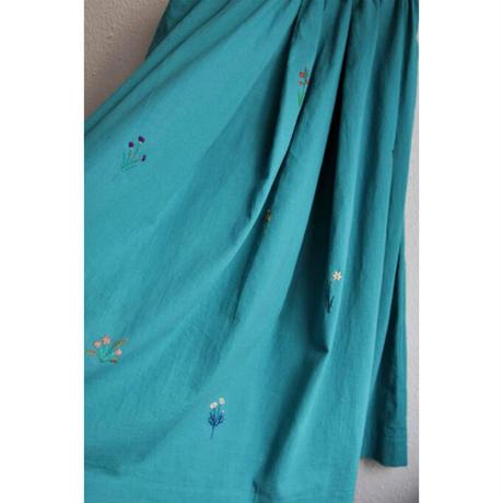繍 ぬいとり 刺繍スカート Kohana ブルー
