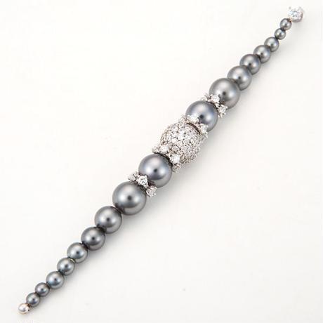 Gradation gray pearl pierced earring