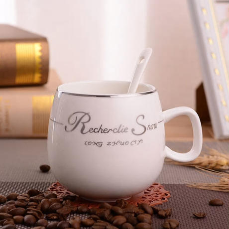 新品送料込  マグカップ ティーカップ 300ml 蓋付  コーヒー・お茶会に シンプル  保冷 保温  モダン食器 磁器 高級装飾 贈り物  m00593