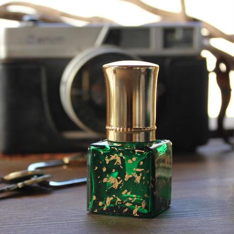ドイツ製クリスタルボトル ゴールドキャップアトマイザー(アート・ダイス・ゴールド×グリーン)【香水 フレグランス アロマ インテリア ヴィンテージ】