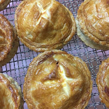 「クリームチーズアップルパイ」八ヶ岳の葉とらず林檎とクリームチーズの出会い(6個入り)