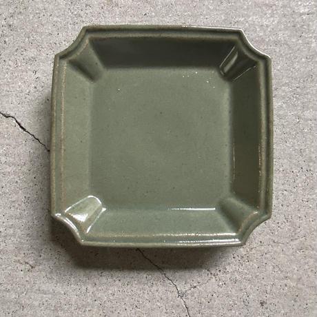 関口憲孝 入隅角皿 緑釉