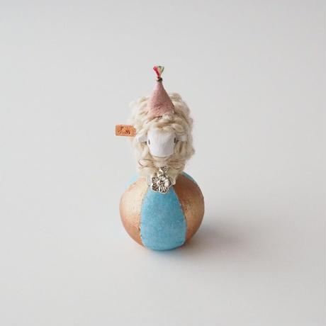 玉乗り羊  S size    帽子桜+花の首飾り /   顔White  <完成品>