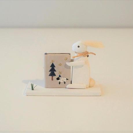 usagi + book brooch  / 星空散歩 <完成品>