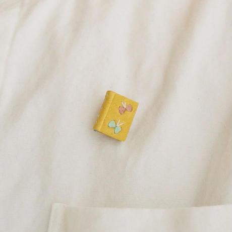 Book brooch  チョウ/黄<完成品>