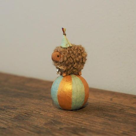 玉乗り羊  mame size /   帽子・星の首飾り<完成品>