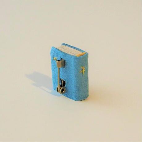 Book brooch  木と星<完成品>
