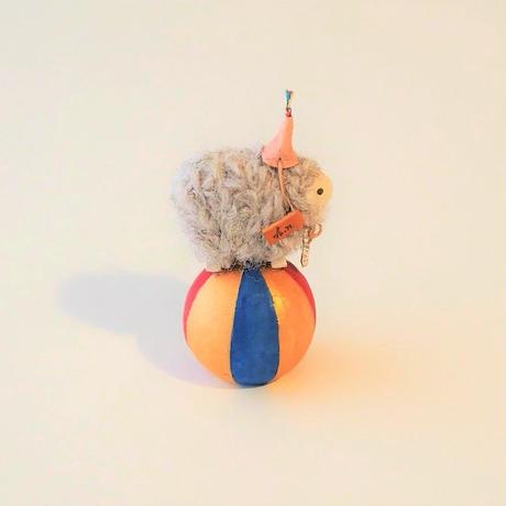 玉乗り羊  S size    帽子桜+首飾り花  /   顔Beige  <完成品>