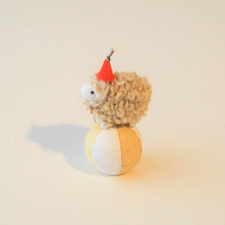 玉乗り羊  S size    帽子オレンジ  /   顔White  <完成品>
