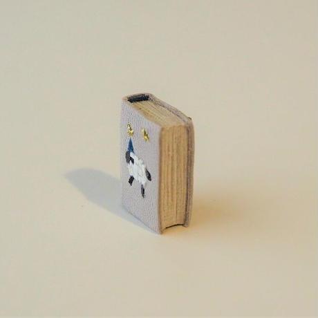 Book brooch  星と羊<完成品>