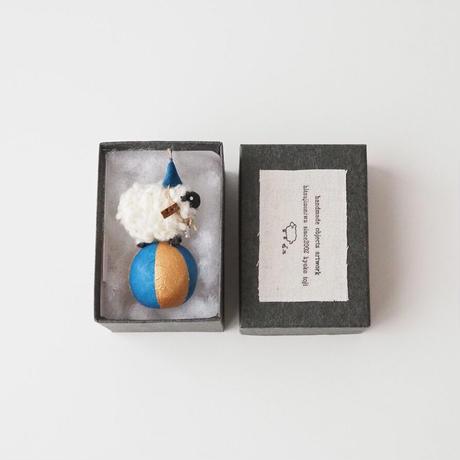 玉乗り羊  S size    帽子桜+星の首飾り /   顔Black  毛White<完成品>