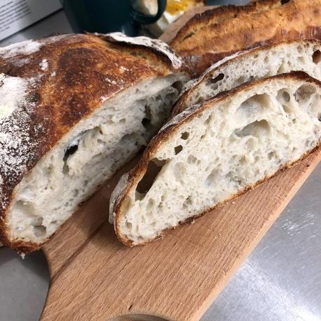備前焼ひだすき柄の無地ノート(A6・32P)とパン(米粉のロデブ)1個
