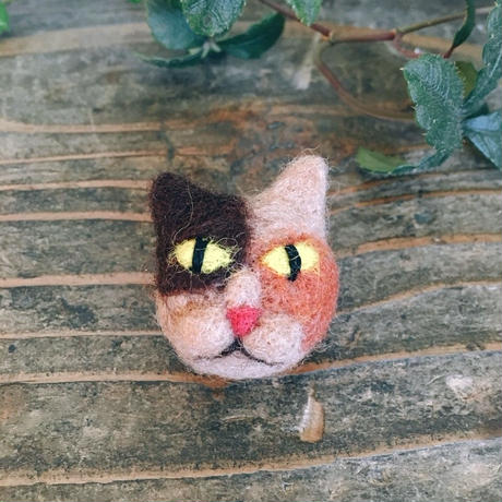 ちょこんと猫ちゃんブローチ