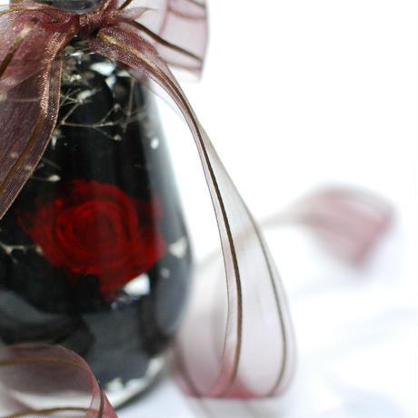 赤いバラのハーバリウム