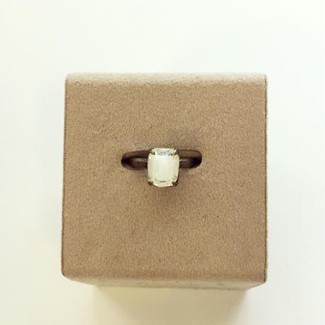 〖RING〗ヴィンテージ  エメラルドカットガラスリング ホワイトギブレ