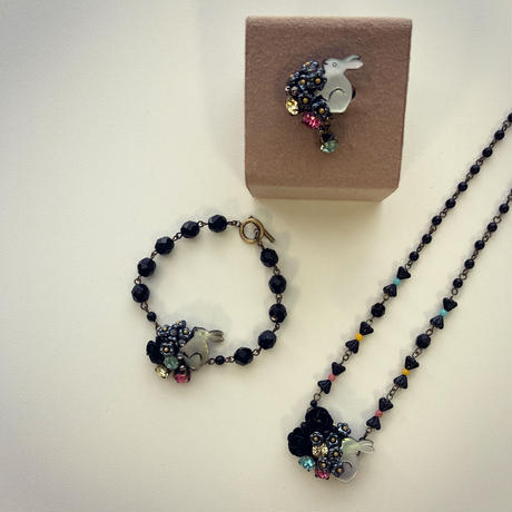 〖NECKLACE〗くろウサギのパステルネックレス