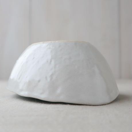 白流水 まゆ型小鉢中
