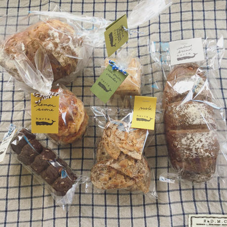 パン、焼菓子詰めあわせ (内容はおまかせ)土曜日発送