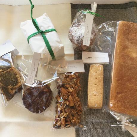 パンとお菓子のセットb