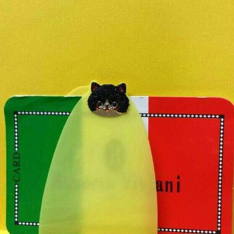 財布のカード「楽デル」ネコ、ぎっしりカードをスッキリ整理できて出したいカードがすぐに出せます。