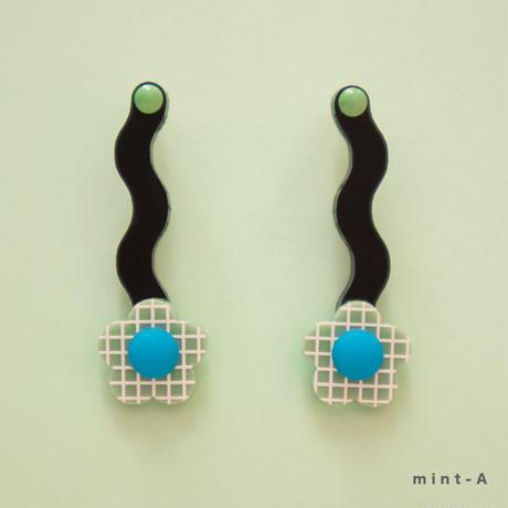 Flower Earring { mint }