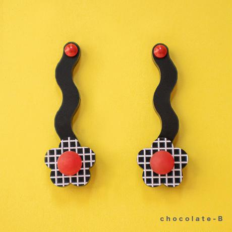 Flower Earring { chocolate }