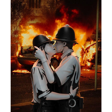 残り2個 予約購入 KISSING COPPERS BY BANKSY BRANDALISED フィギュア バンクシー キッシング コッパーズ