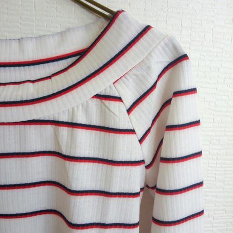 [ボーダーでアクセント!]Tシャツ ボーダー 白ホワイト 紺ネイビー オフショル風 通勤 カジュアル トリコロール