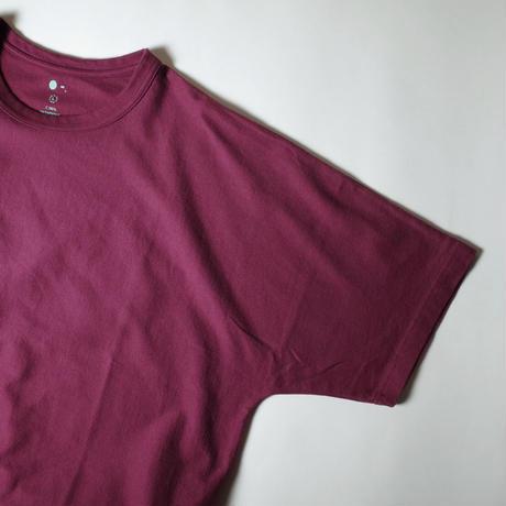 "O- ""F.L.A.T""  / オー ""フラットルーズオーセンティックTシャツ"" (ラディッシュブラウン)"