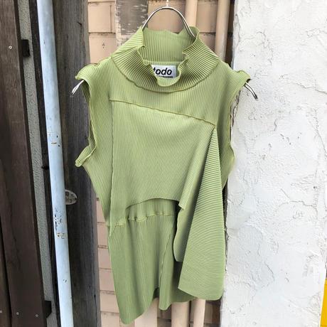 kotohayokozawa  / pleats top no sleeve high neck / TDKT-P02
