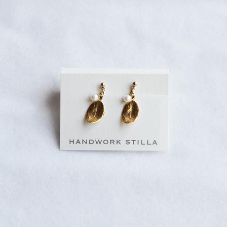 HANDWORK STILLA / 葉っぱと淡水パールのイヤリング