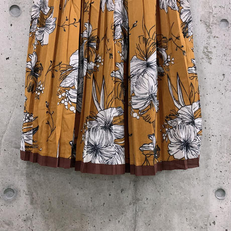 #10軽やか花柄プリーツスカート