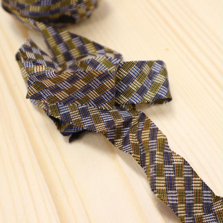 藍墨茶色(濃いグレー)と金茶色の格子模様(5004)