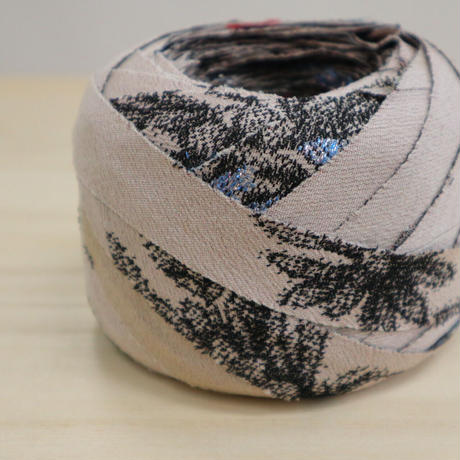 【特別価格・編み物応援80m】桜色に黒の花柄(2010024)