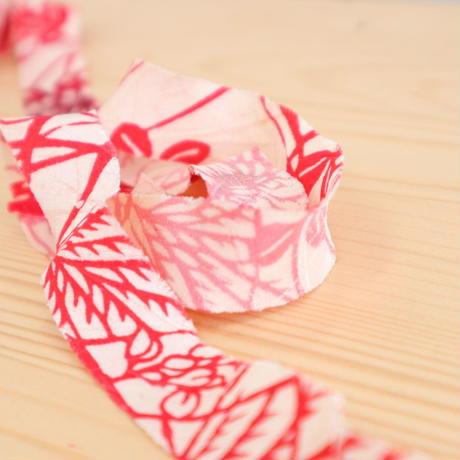 白地に紅色の蝶と草花模様2m(5041)