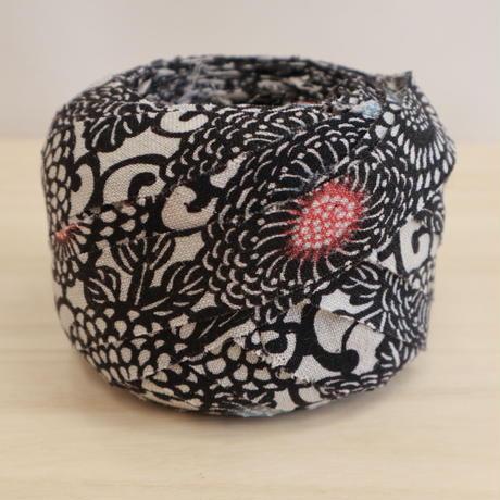 薄い灰色に黒の菊柄・交織2m(2006070)