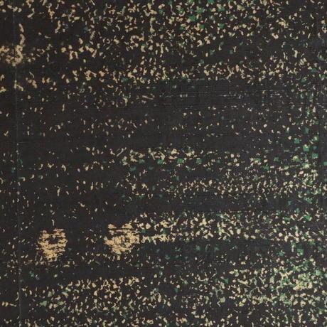 【はぎれ】黒地に緑と黄土色、撒き糊散らし・紬(2008006-1)